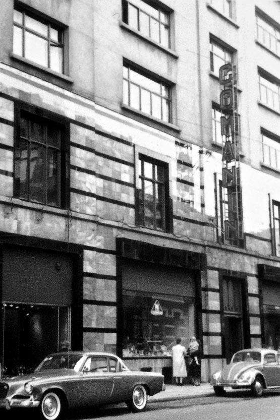 Comamin - History - The Building - Peace in the City
